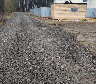 Дорога из асфальтового щебня