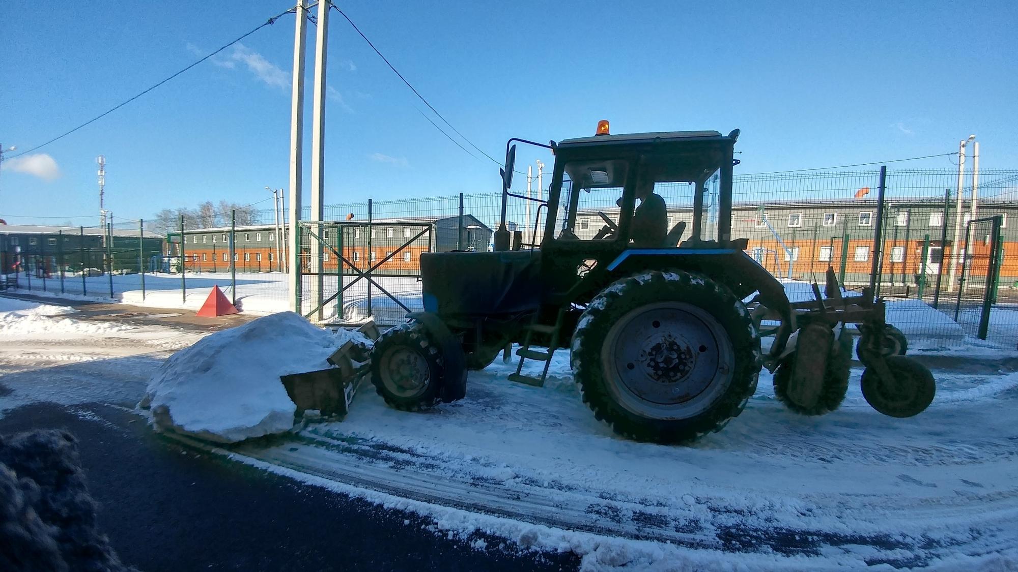 Уборка снега с крыш в спб